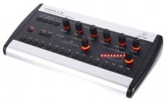 Mixer stereo digital pentru monitorizare si control personal al monitorizarii Behringer P16M