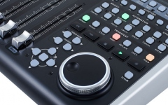 Controller DAW universal Behringer X-TOUCH