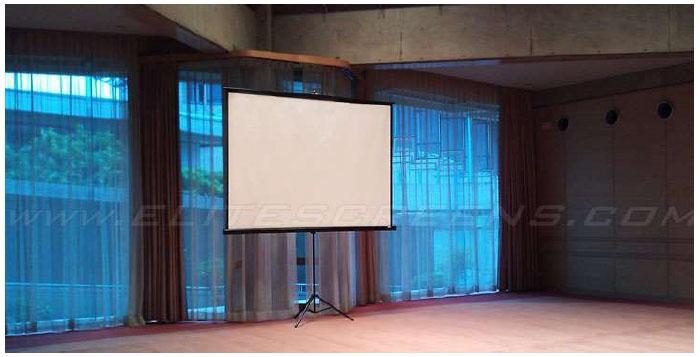 Ecran de proiectie cu trepied Elitescreens T136UWS1