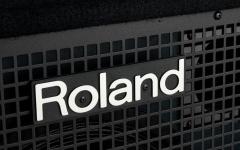 Amplificator combo pentru clape Roland KC-400