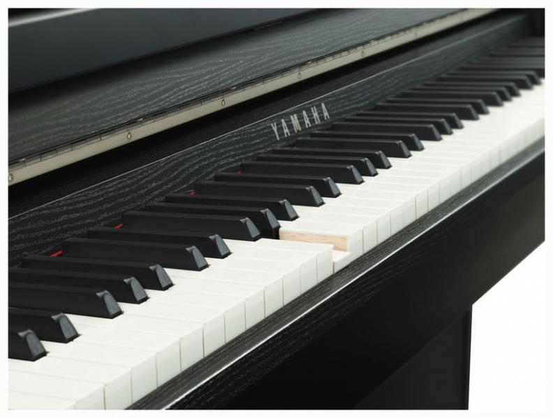 Pian digital cu 88 de clape Yamaha CLP-685 B
